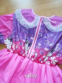 Adult Baby Kleid Windelhose Sissy PVC LACK Diaper Plastik Spreizhose HALLO KITTY